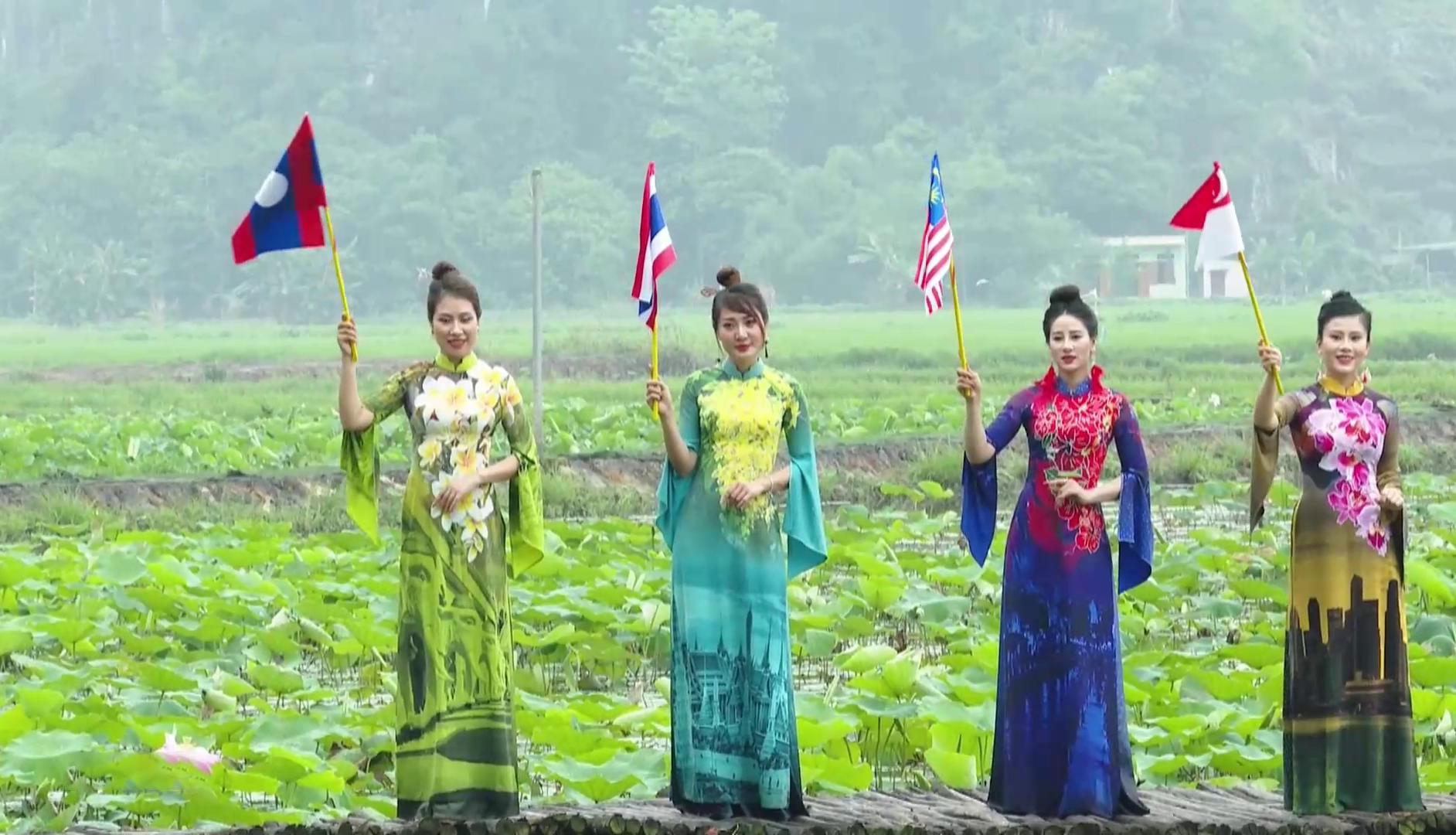 Đẹp và phong cách: Niềm đam mê cùng áo dài truyền thống